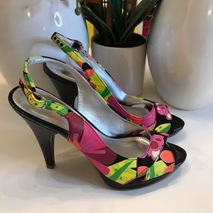 UNLISTED FLORAL HEELS! Size 7.5